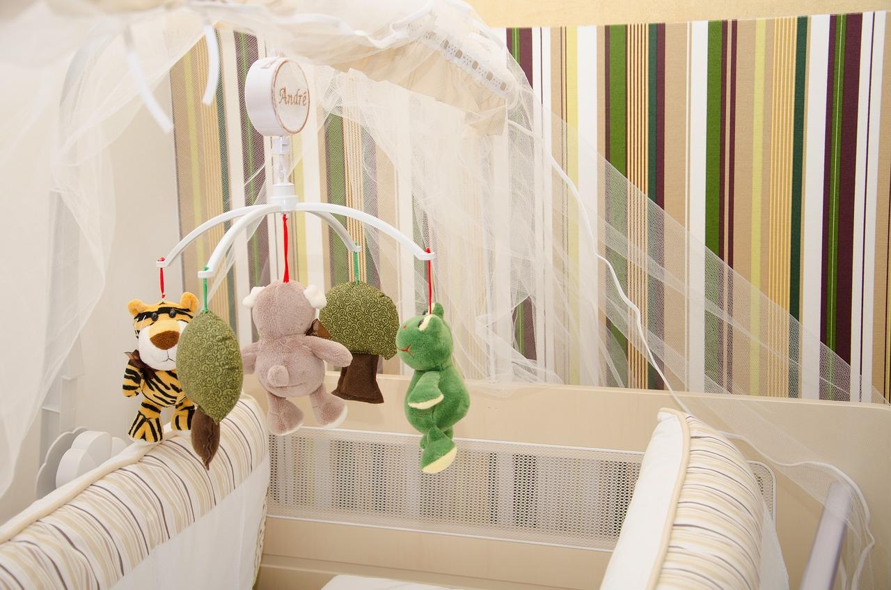 papier peint ou peinture pour une chambre de b b mon papier peint. Black Bedroom Furniture Sets. Home Design Ideas